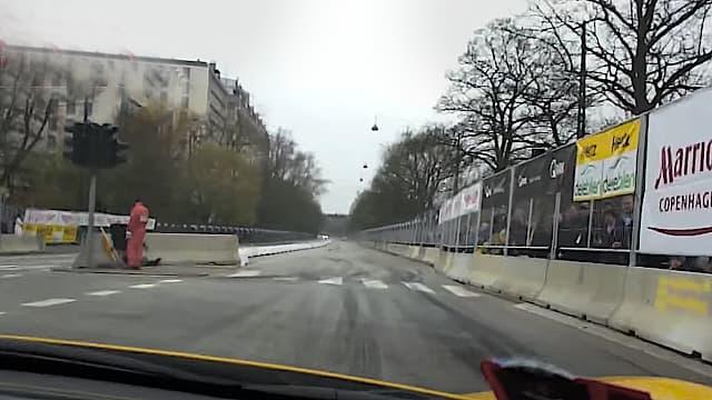 Co-driver i Ferrari 458 Spider - Henrik Lundgaard sidder bag rettet og giver den max gas