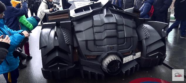 batmobil bagfra mange mennesker The Snow Tour 2017
