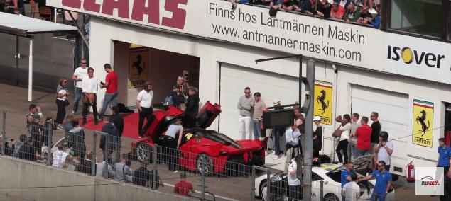 Ferrari FXX K kører holder pause. fxxk. fxx-k.