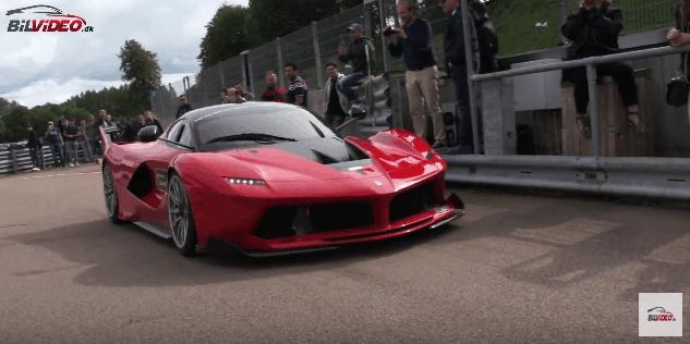 Ferrari FXX K kørt ind i pit