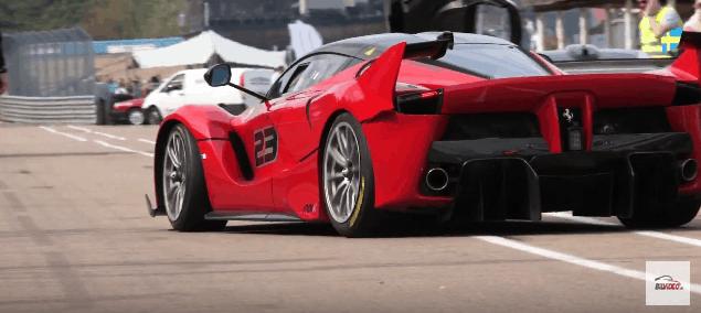Ferrari FXX K på vej ud fra Pit